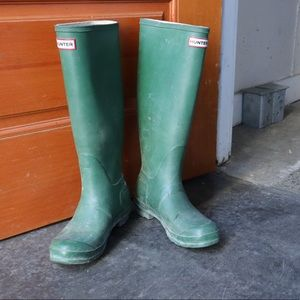 Hunter boots with damage 191017003
